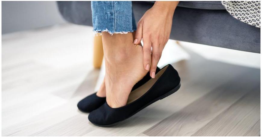 Syylä, känsä, kovettuma tai jalkasieni? Näin hoidat yleisimmät jalkavaivat